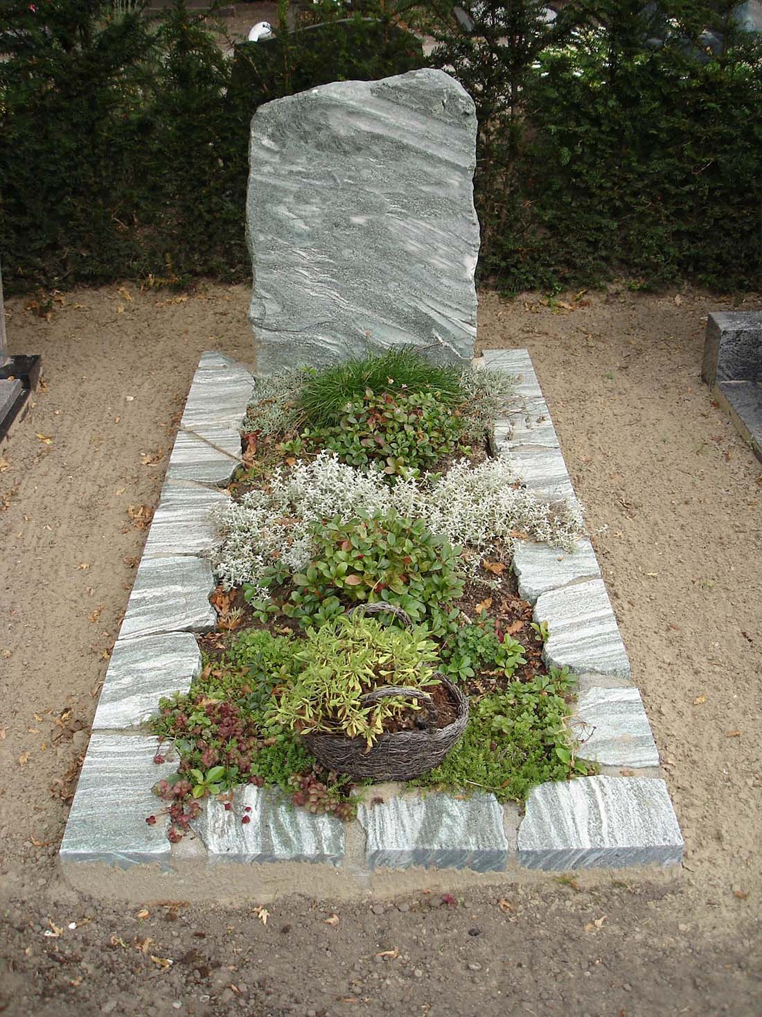 Ruwe steen grafmonument grafmonument Metallic Green (RS009)